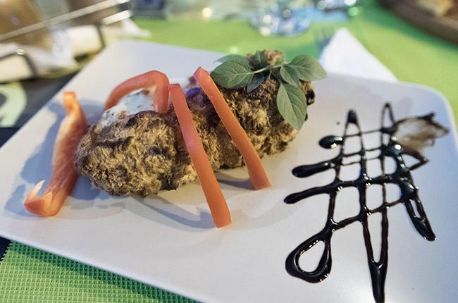 Comida rumana en el Restaurante Buon Gusto de Piatra Neamt (Rumanía)