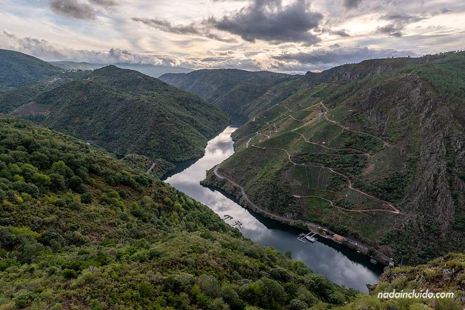 Vistas del río Sil desde el mirador Peña de Matacás, Ribeira Sacra (Galicia)