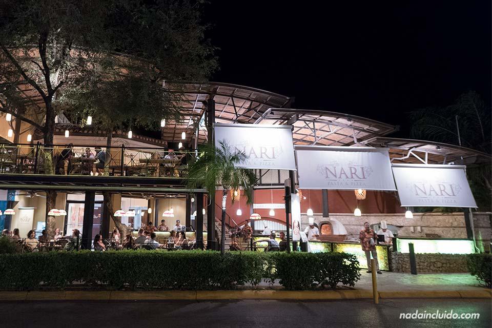 Fachada de la Pizzería Naria, en Tamarindo (Costa Rica)