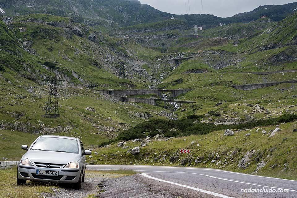 Vistas de la carretera Transfagarasan desde abajo (Rumanía)