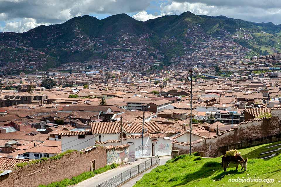 Vista de Cuzco desde los alrededores (Perú)