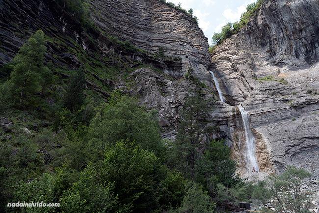 Cascada del Sorrosal en Broto (Sobrarbe, Aragón)