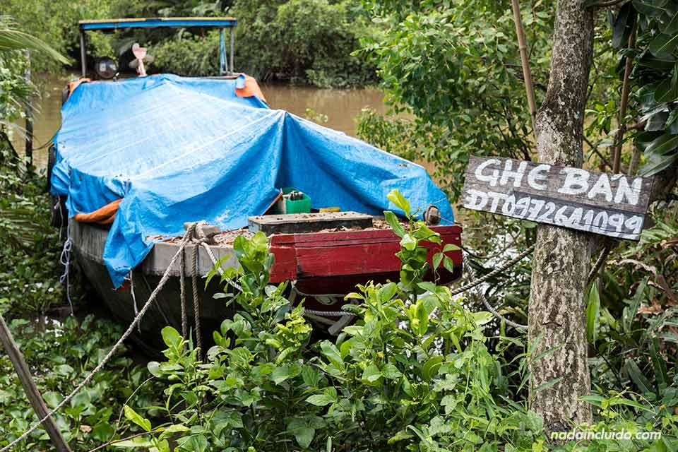 Bote en venta en el delta del Mekong (Vietnam)