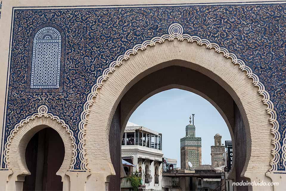 Bab Boujloud en la medina de Fez (Marruecos)
