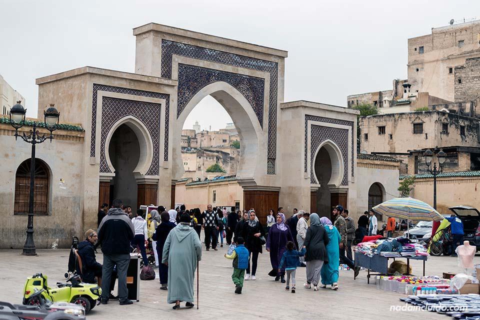 Plaza Rcif en la medina de Fez (Marruecos)