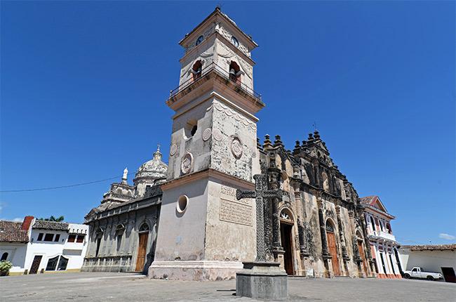 Fachada de la Iglesia de la Merced en Granada (Nicaragua)