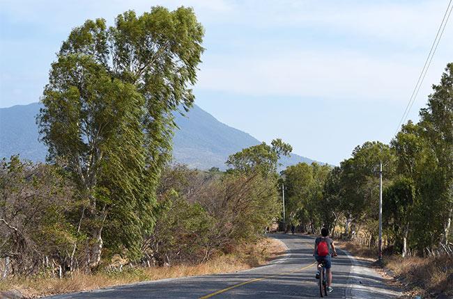 Paseando en bicicleta por la Isla de Ometepe (Nicaragua)