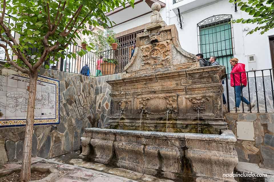 Fuente en la plaza de Laujar de Andarax (Almería)