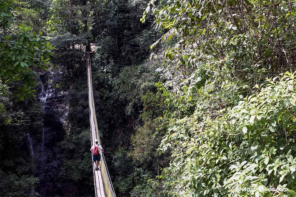 Puente colgante en Costa Rica, en los campesinos Ecolodge