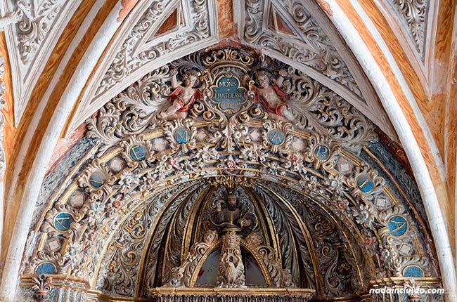 Decoración en el Claustro del Monasterio de Piedra (Aragón, España)
