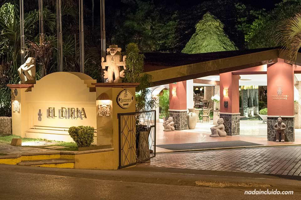 Entrada al Hotel El Diria en Tamarindo (Costa Rica)