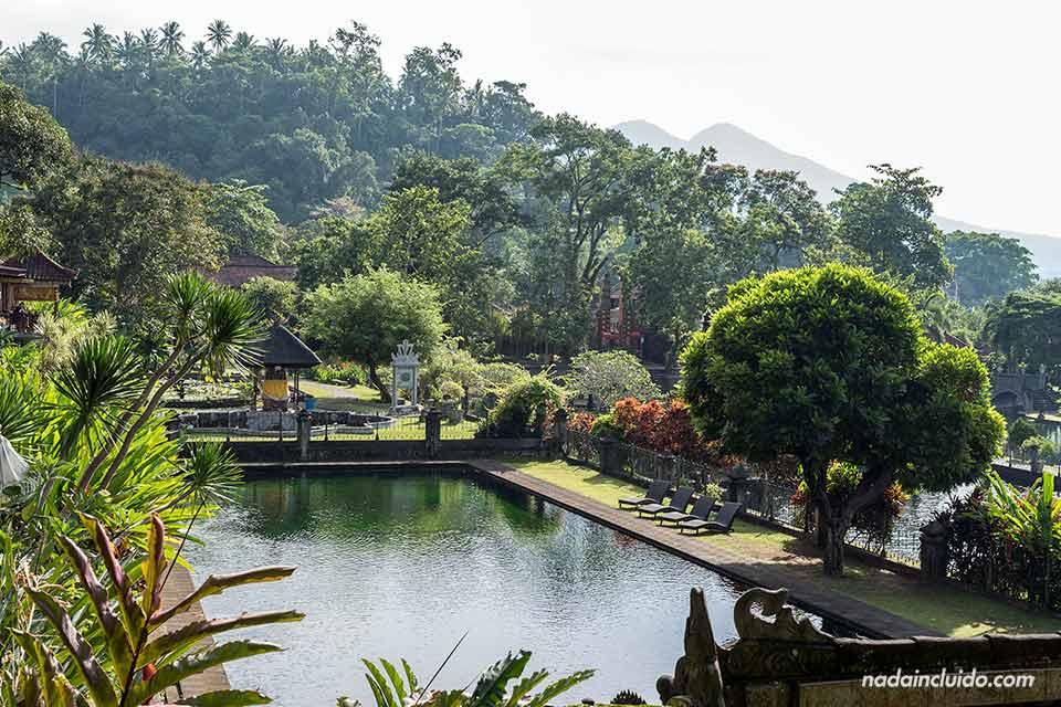 Piscina del Tirta Ganga Royal Garden (Bali, Indonesia)