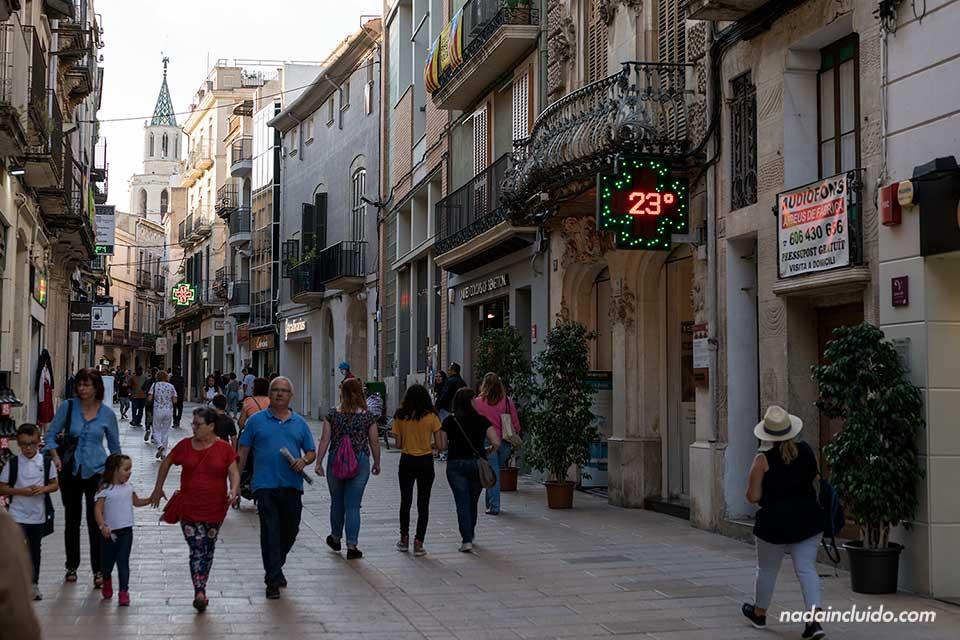 Paseando por la calle de la Parellada de Vilafranca del Penedés