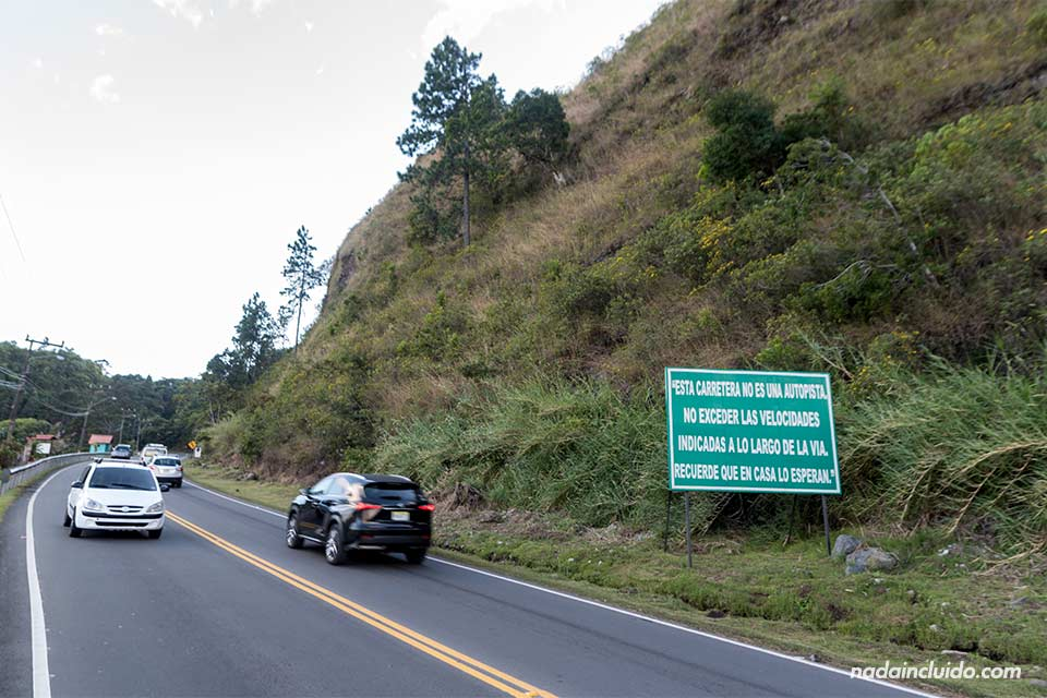 Carretera entre Bajo Boquete y Alto Boquete (Panamá)