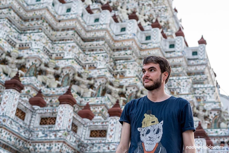 En el Wat Arun, el templo del Amanecer de Bangkok (Tailandia)