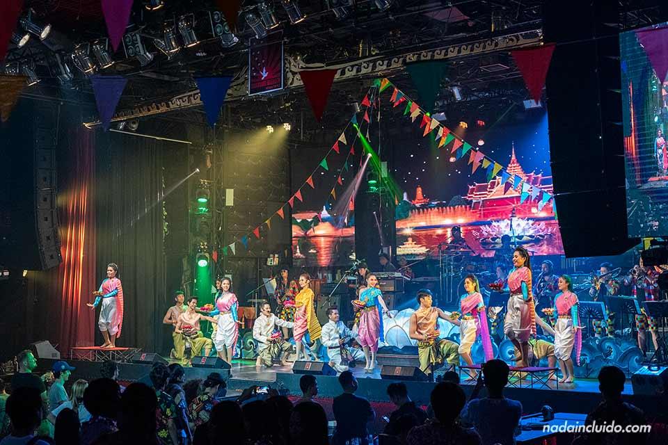 Concierto en la discoteca TawanDang en Chiang Mai (Tailandia)