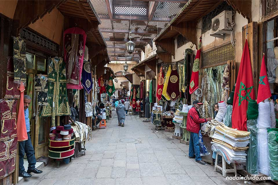Mercado de telas en la medina de Fez (Marruecos)