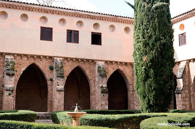 Jardines del claustro del Monasterio de Piedra (Aragón, España)