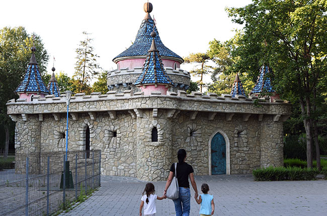 Castillo para niños en el Parcul Cupiilor, Timisoara (Rumanía)