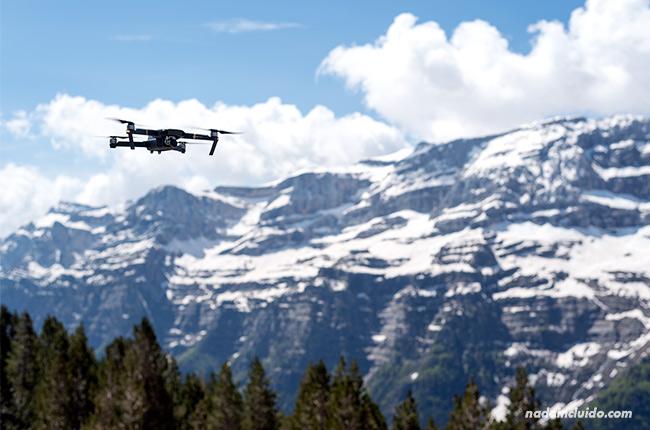 Dron sobre el valle de Pineta (Sobrarbe, Aragón)