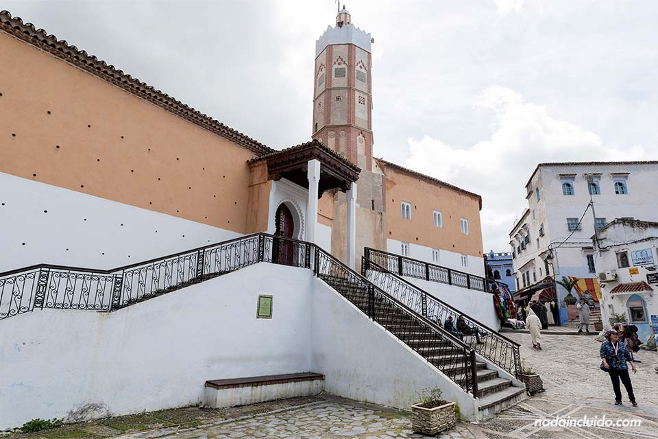 Mezquita en la Plaza Outa el Hammam de Chefchaouen (Marruecos)