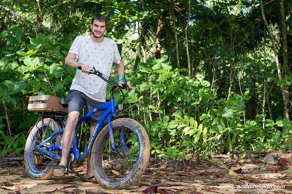 Paseo en bicicleta eléctrica por isla Colón, Bocas del Toro (Panamá)