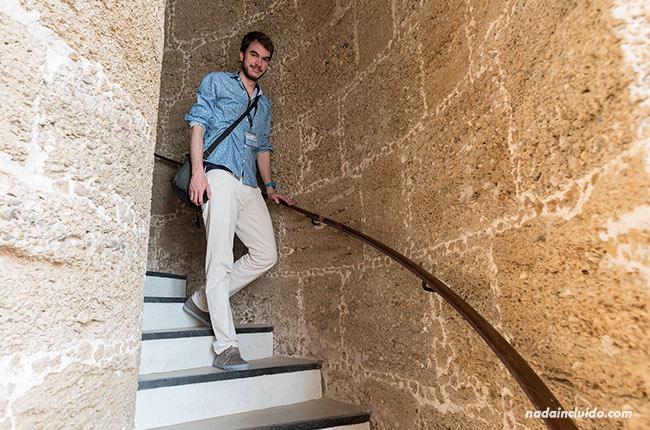 Bajando las escaleras del faro de Chipiona (Cádiz)
