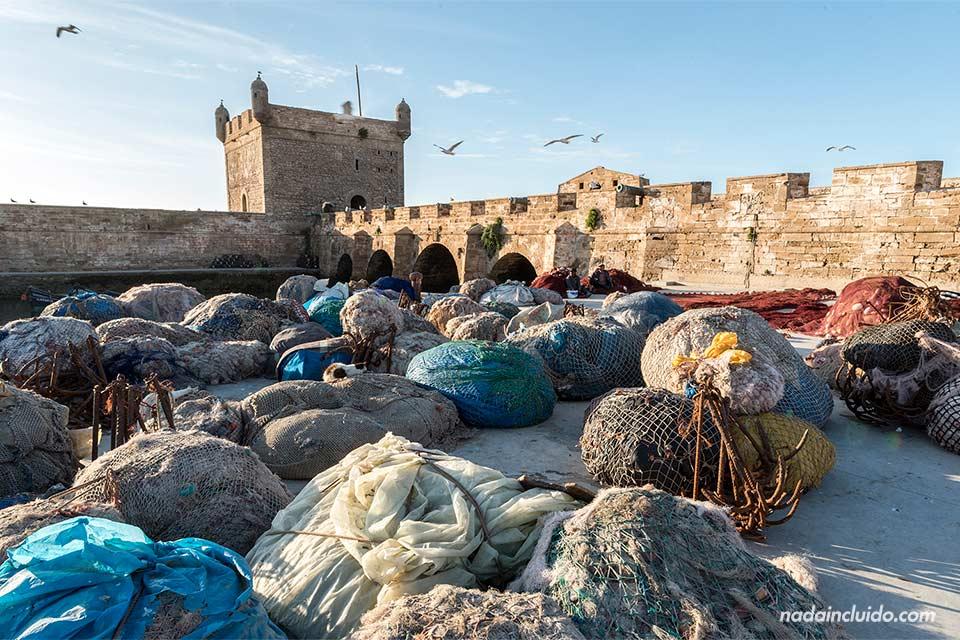Redes de pesca junto al castillo de Essaouira (Marruecos)