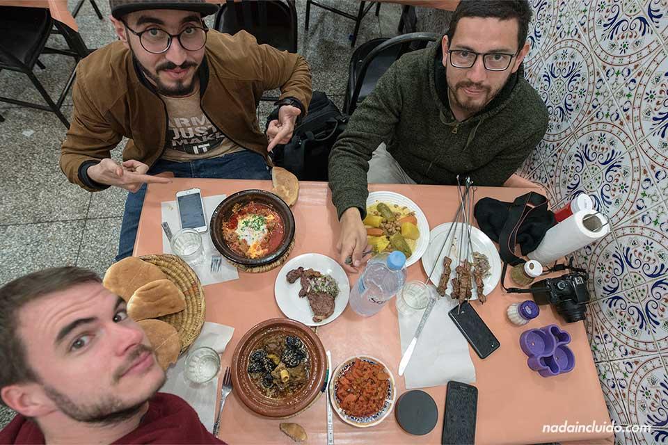 Comiendo en la medina de Marrakech (Marruecos)