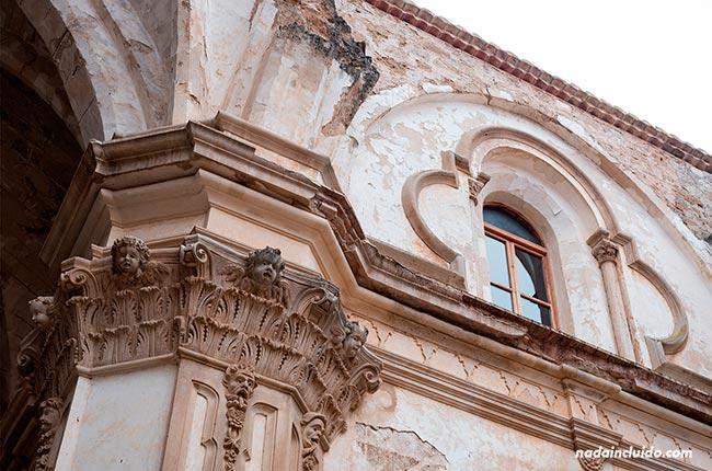 Detalle de las columnas de la Abadía del Monasterio de Piedra (Aragón, España)