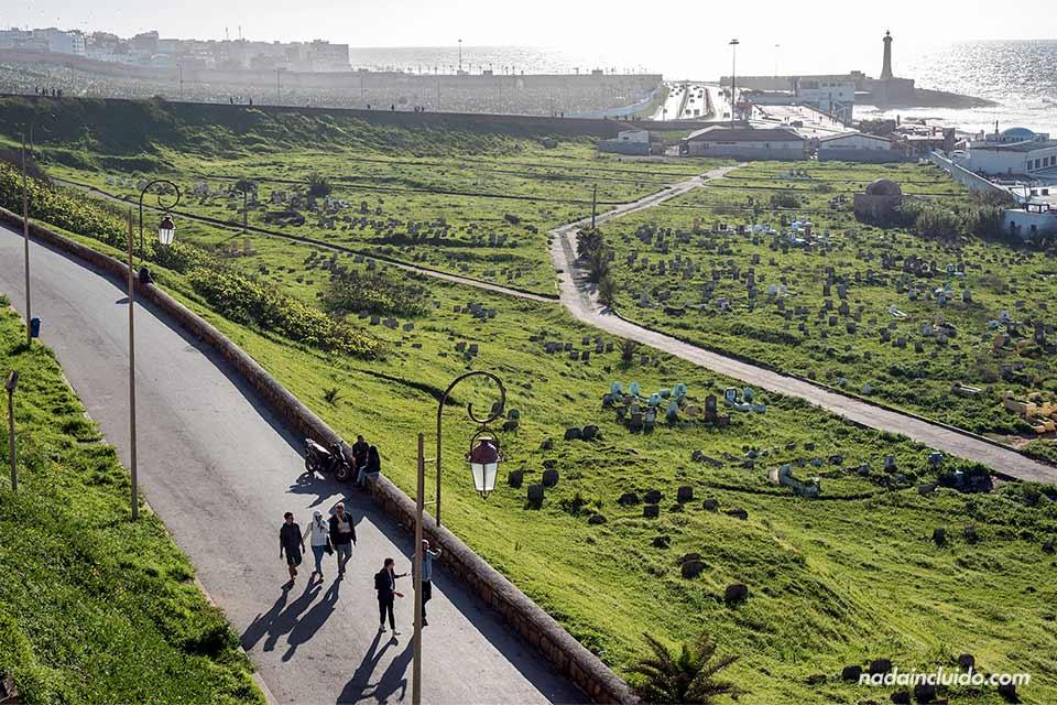 Vistas del cementerio desde la Kasbah de los Udayas de Rabat (Marruecos)