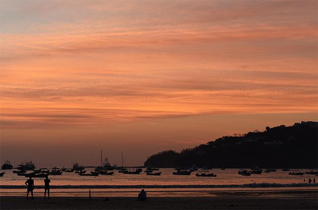 Atardecer en la playa de San Juan del Sur (Nicaragua)