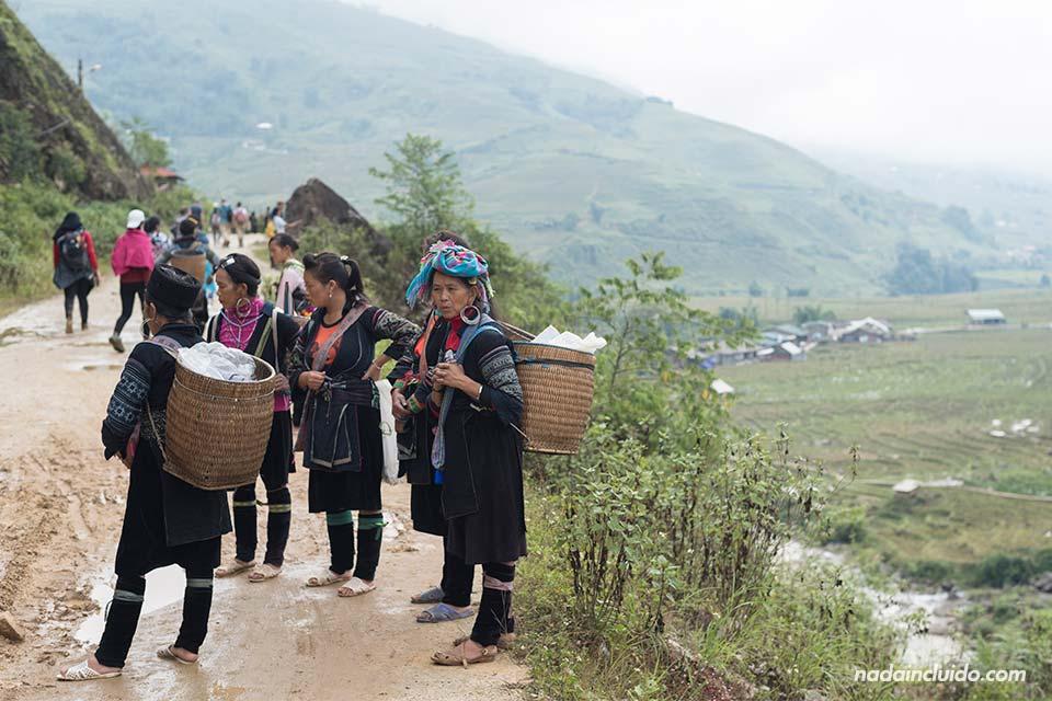 Mujeres Hmong en la provincia de Lao Cai (Vietnam)