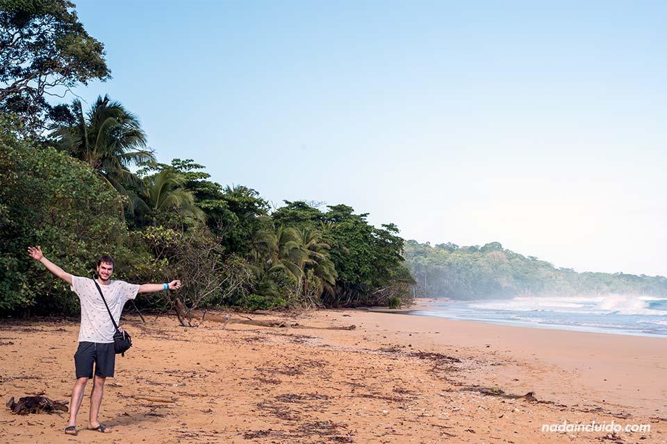 En la playa Bluff de isla Colón (Bocas del Toro, Panamá)