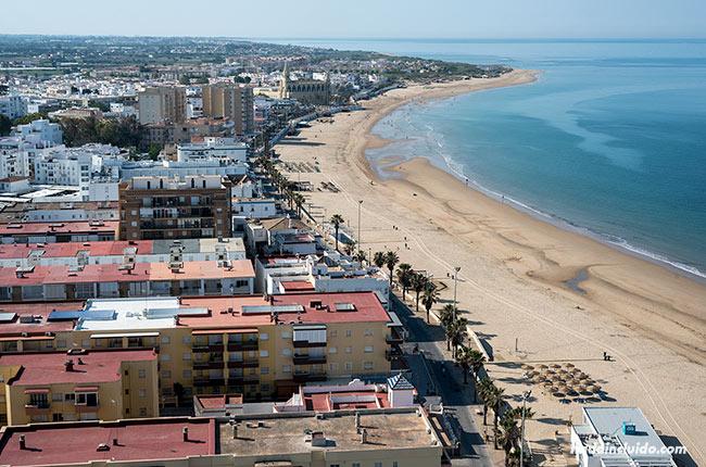 Vistas de la playa de Regla desde el faro de Chipiona (Cádiz)