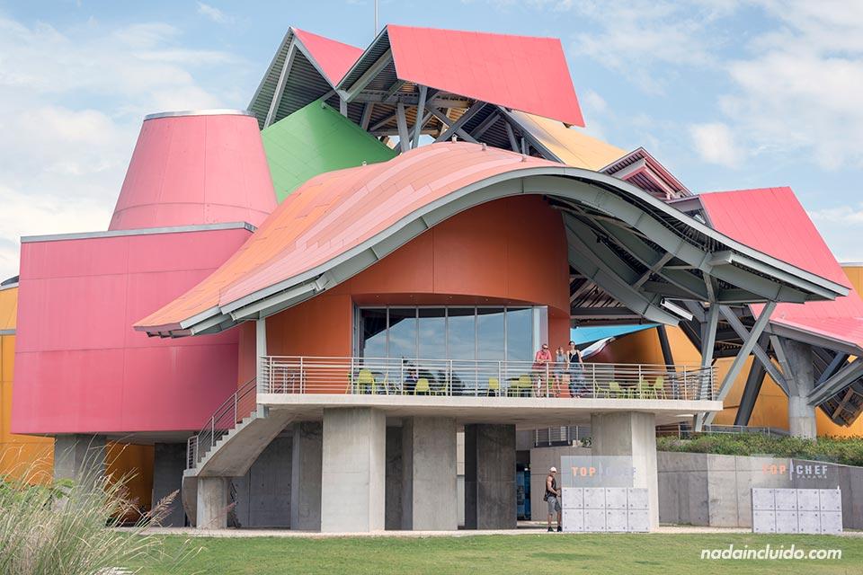 Fachada del biomuseo de ciudad de Panamá