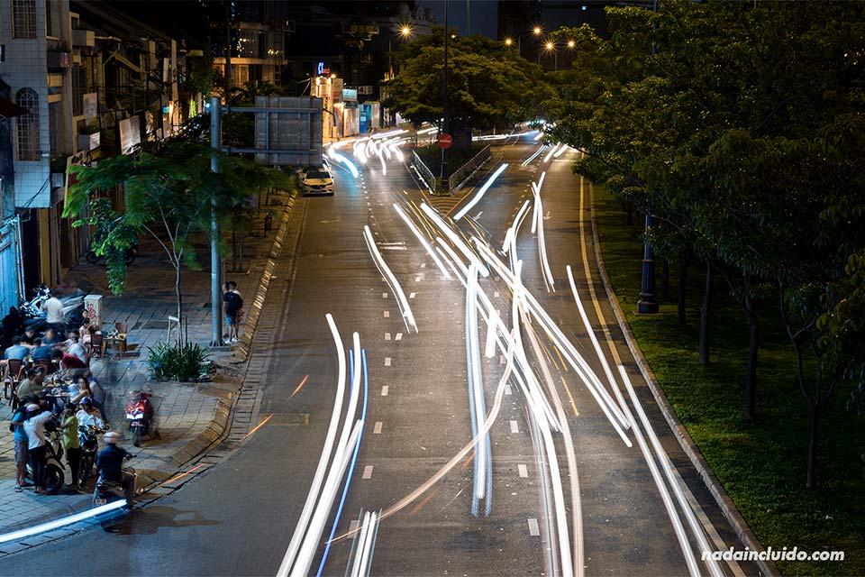 Luces de motos en Ho Chi Minh (Vietnam)