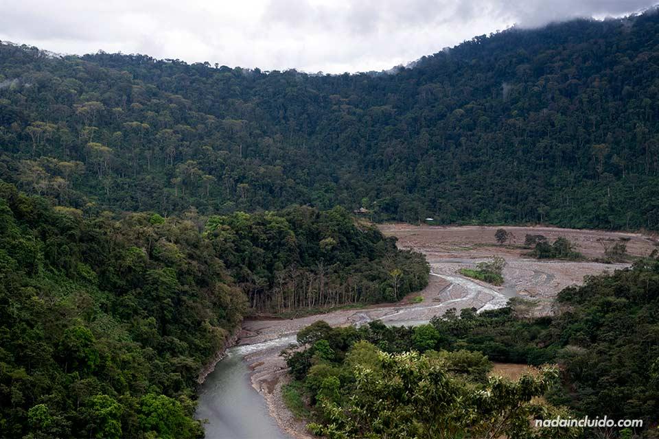 Vista del Río Savegre desde un mirador (Costa Rica)