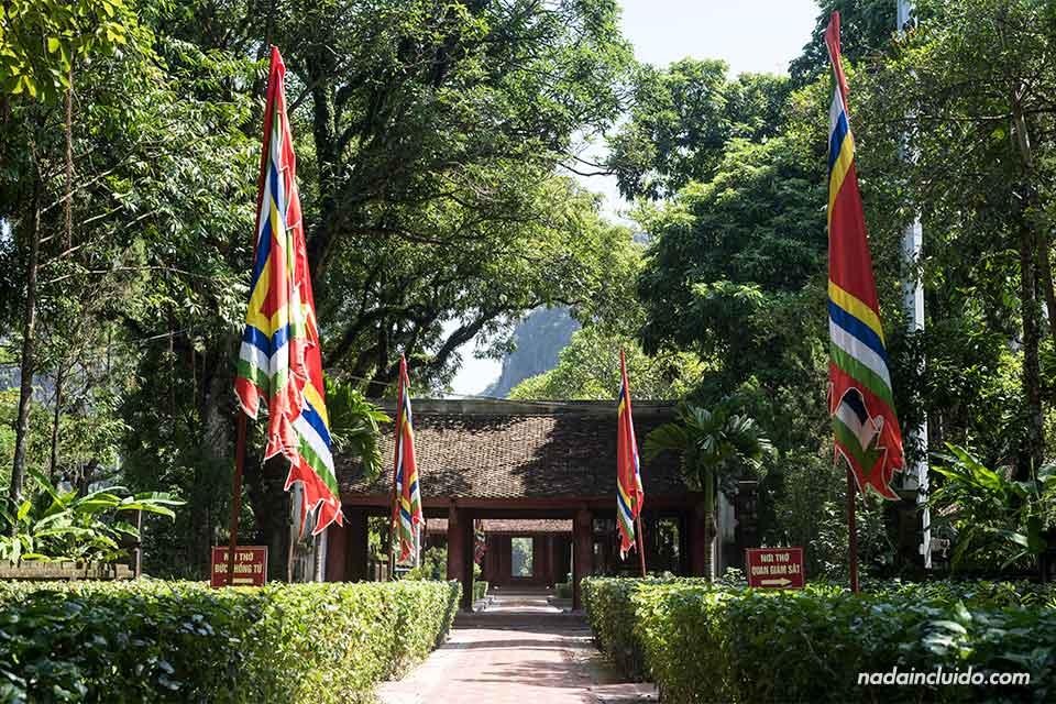 Paseando por el Templo Le Dai Hanh de Ninh Binh (Vietnam)