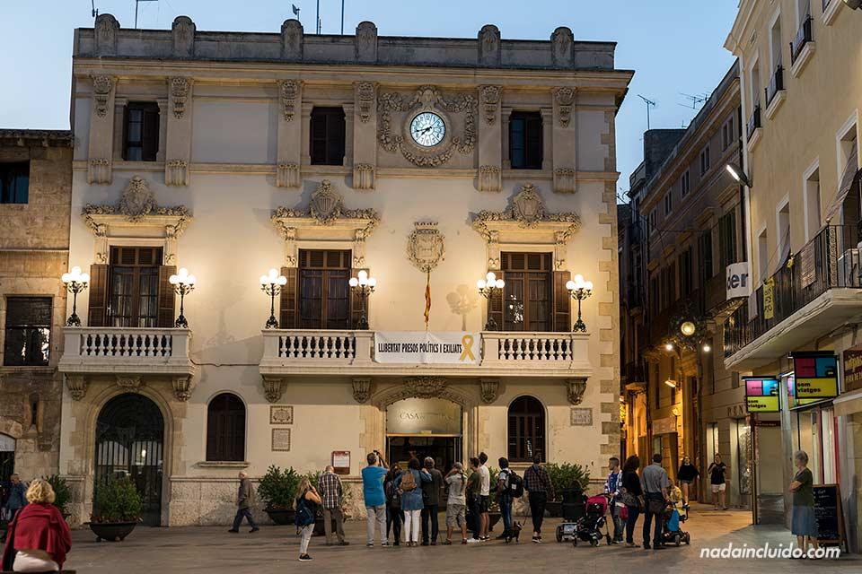 Iluminación nocturna del ayuntamiento de Vilafranca del Penedés