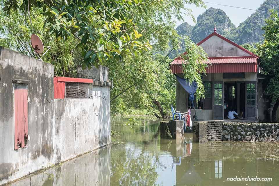 Inundaciones en el pueblo junto a la ciudadela de Hoa Lu, en Ninh Binh (Vietnam)