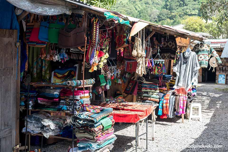 Mercado de artesanías en Bajo Boquete (Panamá)