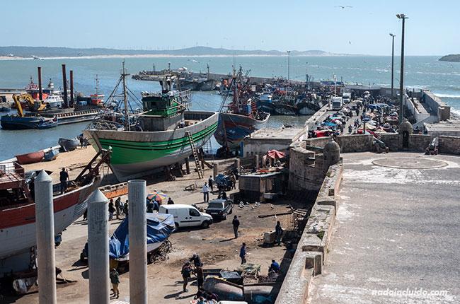 Vista del puerto de Essaouira desde la muralla (Marruecos)