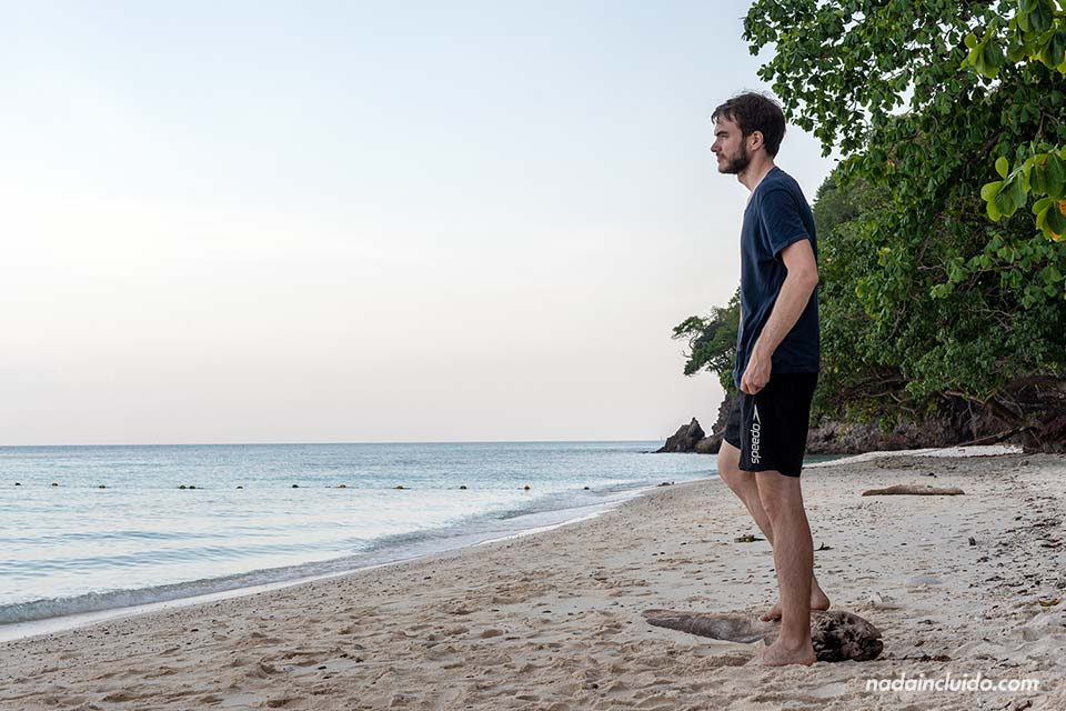 En la playa de la isla de Koh Ta Lu (Tailandia)