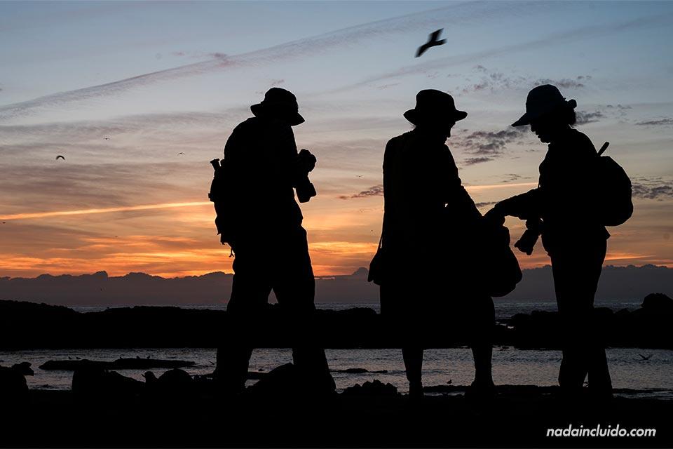 Turistas fotografiando el atardecer de Essaouira (Marruecos)