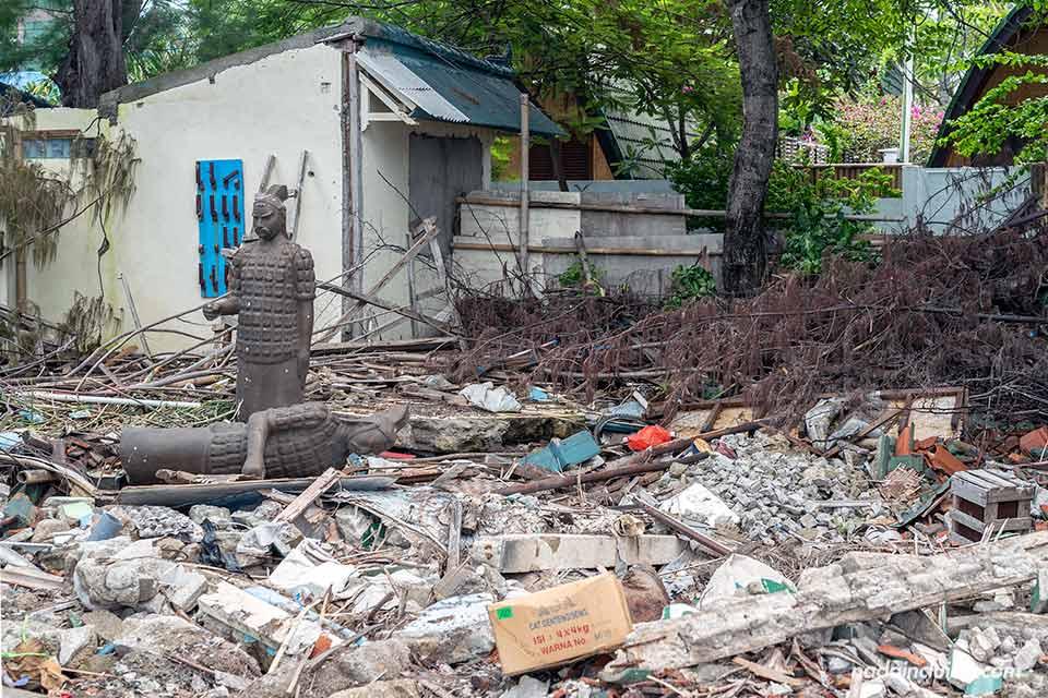 Casa derrumbada en Gili Air tras el terremoto de 2018 (Indonesia)