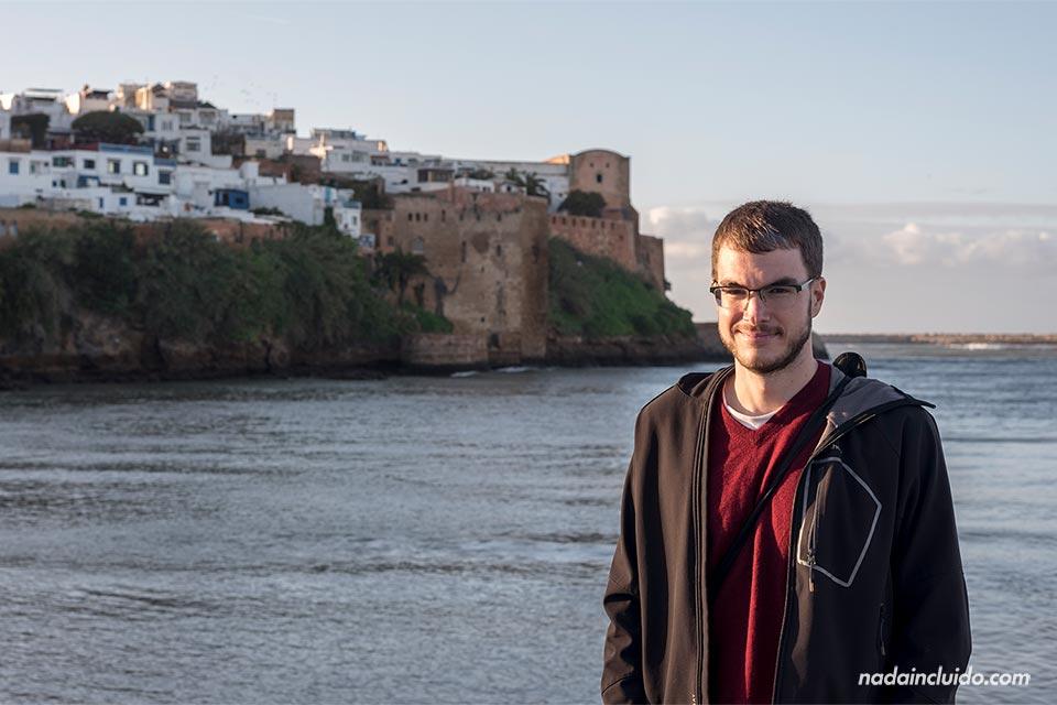 Junto a la Kasbah de los Udayas de Rabat (Marruecos)