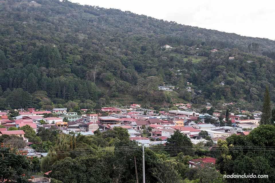 Vista de Bajo Boquete desde lejos (Panamá)