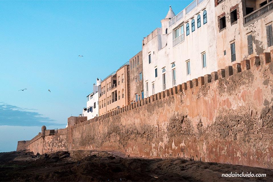 Muralla de Essaouira durante el atardecer (Marruecos)