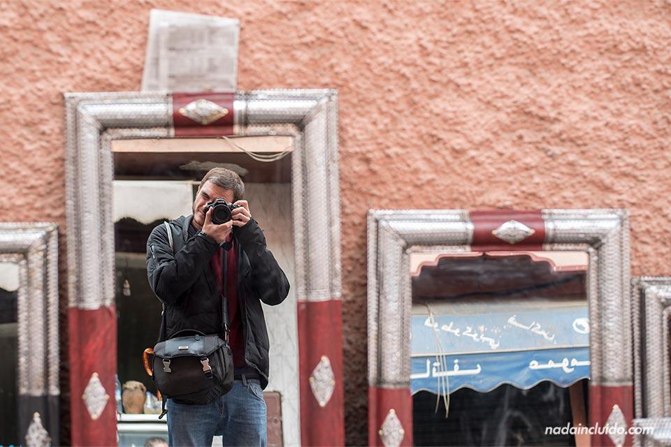 Espejo en un mercado callejero de Marrakech (Marruecos)